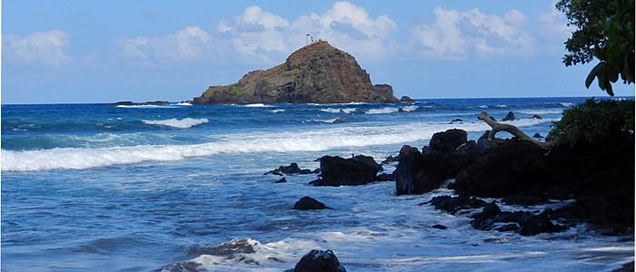 wainapanapa beach maui hawaii