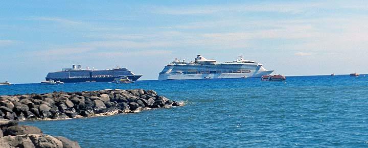 cruise ships at lahaina maui
