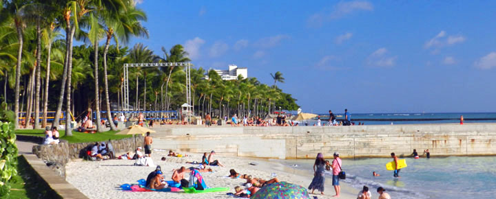 Waikiki Beach Sea Wall | Beat of Hawaii